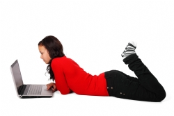 woman_lying_with_laptop_187378[2]-mid